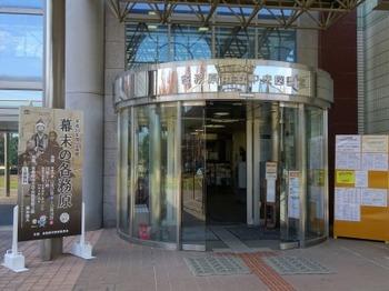 s_181205各務原市中央図書館02、エントランス.JPG