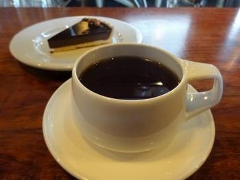 s_190110YAJIMA COFFEE05、オリジナルブレンドコーヒーとチョコレートタルト.JPG