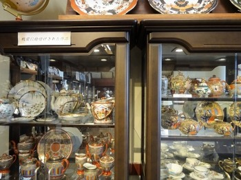 s_190117文化のみちあるき08、名古屋陶磁器会館(戦前に絵付けされた作品).JPG