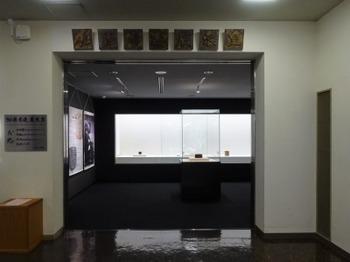 s_190122瑞浪市陶磁資料館04、加藤孝造展示室.JPG