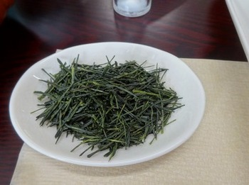 s_190212いび茶の里02、初セリ最高落札茶.JPG