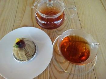 s_190422喫茶室「山脈」10、和紅茶「澪(みお)」と山脈モンブラン.JPG