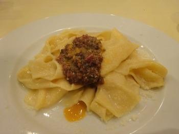 s_190601フラスカティ07、パッパルデッレ トマトの赤ワイン風味馬肉のラグーソース.JPG
