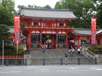 s_190716祇園祭献茶式「菓匠会協賛席」01、楼門.JPG