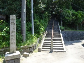 s_190808とこなめあるき26、神明社の裏階段.JPG
