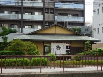 s_190912両口屋是清八事店01、外観.JPG
